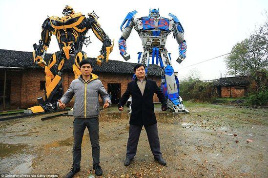 父子俩以110万人民币的价格将这两个模型出售给了一家地产商。