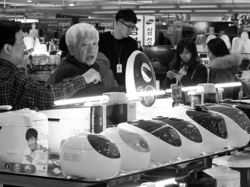 """和国产锅煮饭味道没差别,多种进口电饭锅""""玩概念""""。"""