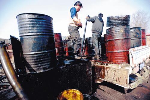 黑回收点回收废机油提炼汽柴油 。