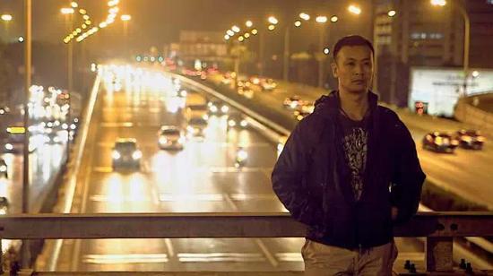 在纪录片导演杨晓飞的镜头里,创业者刘辉时常处于一种孤独的状态。图/杨晓飞
