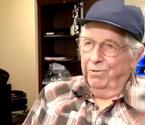 84岁老人智斗劫匪