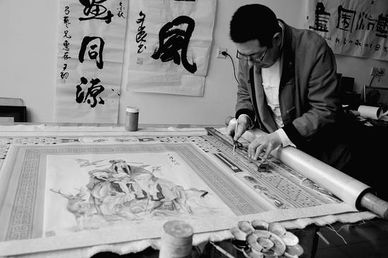 民画匠绘出百米炕围画 正申报吉尼斯纪录