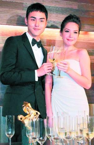 阮经天、许玮宁恋了8年。