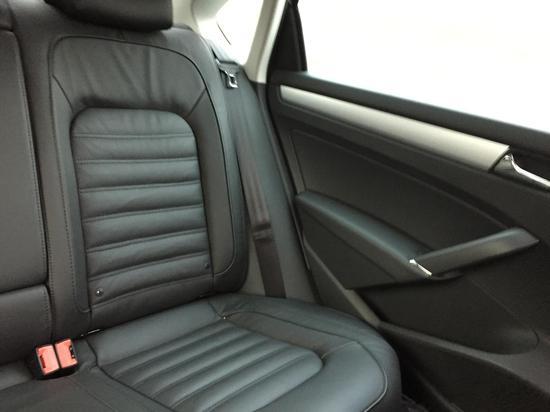 车内非常干净,座椅柔软舒适
