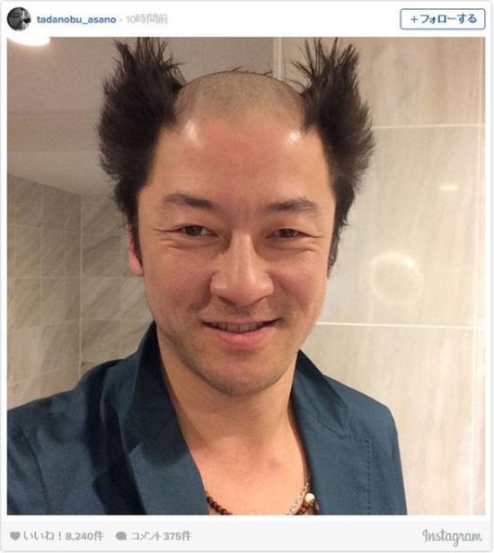 浅野忠信玩自拍,头顶独特发型