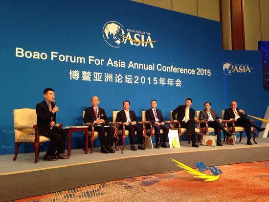在2015博鳌亚洲论坛上,央视主持人陈伟鸿江将《对话》节目搬到了博鳌现场,展开了一场关于颠覆式创新的跨界对话。