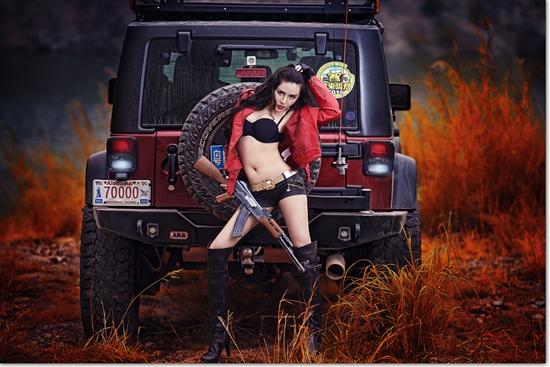 性感车模 烈焰红唇狂野情挑硬派SUV