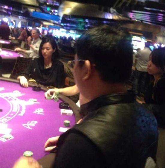 徐静蕾现身美国赌场