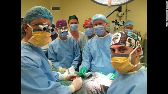 2014年12在南非进行的首例成功阴茎移植手术。