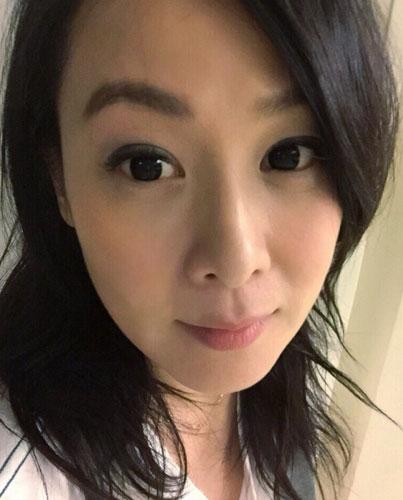 刘若英产后首晒带妆照