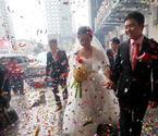 90后小伙骑公共自行车迎新娘