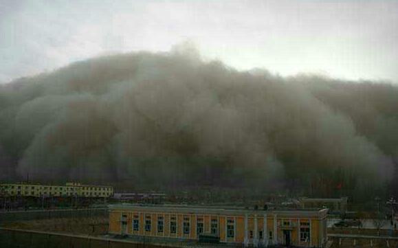 巨型沙尘突袭瞬间