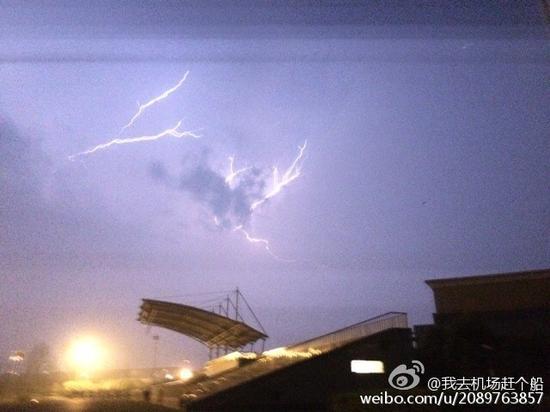 昨夜蓉城春雷隆隆。