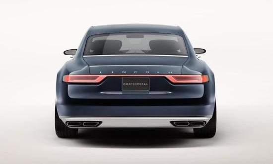 福特此次主要展示林肯Continental Concept概念车的外形设计,并没有给出多少详细的配置技术信息。但正是这款概念车的外形设计引来一场争执。本周一,宾利总设计师Luc Donckerwolke在林肯总设计师David Woodhouse的Facebook上留言,讽刺称:你是不是想让我们把产品模具送给你?   从外形角度而言,Continental Concept概念车同宾利飞驰Spur在侧面轮廓上确实存在相似之处,包括侧窗形状,窗缘镀铬装饰条的大致位置等。另外,宾利也有采用Continent