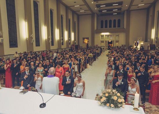 巴西三胞胎姐妹舉行集體婚禮難區分