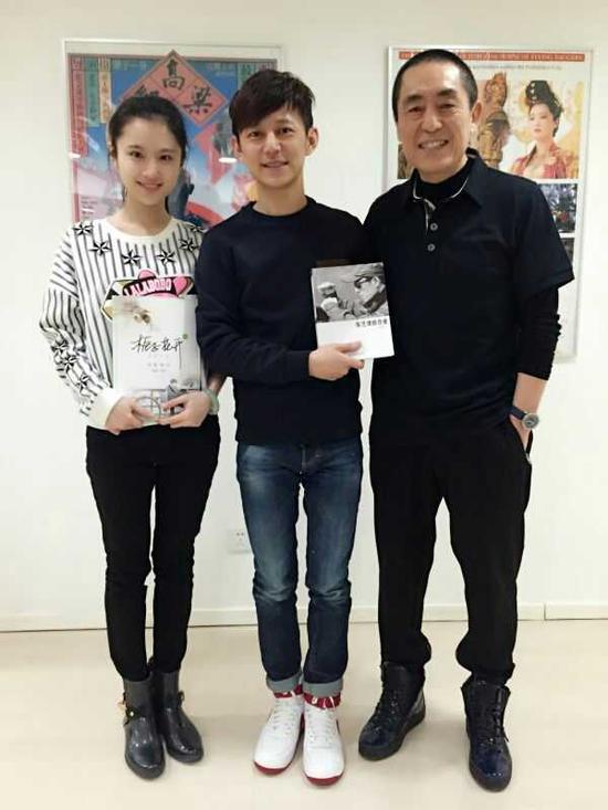 《栀子花开》导演何炅、主演张慧雯与张艺谋导演