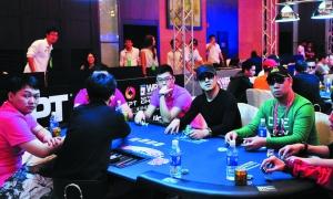 汪峰到处参加扑克比赛。