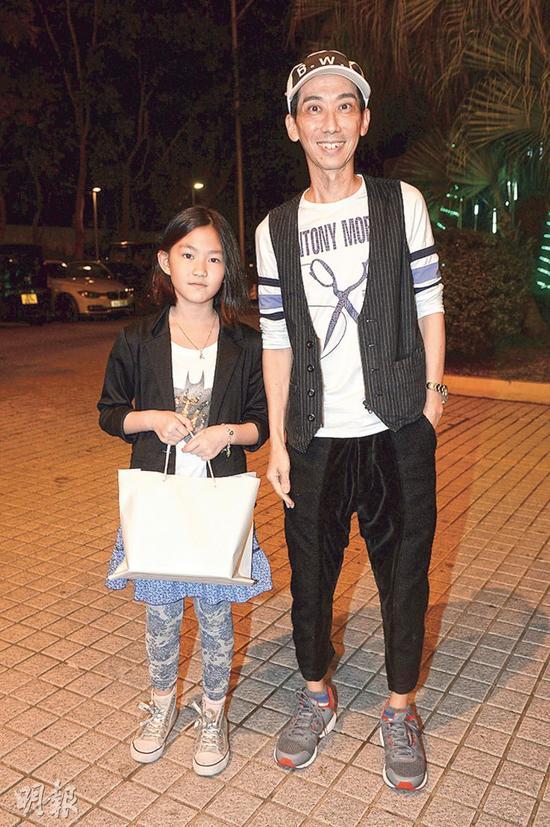 张达明带女儿参加生日派对以及开眼界。