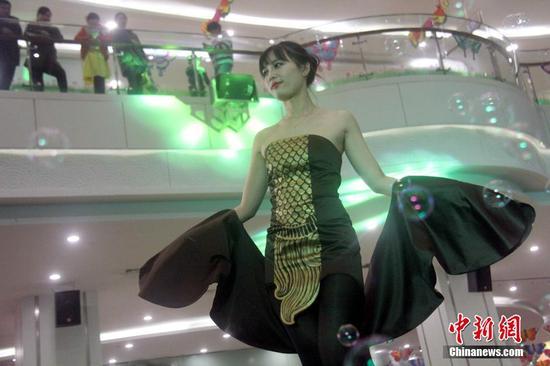 芜湖上演风筝时装秀