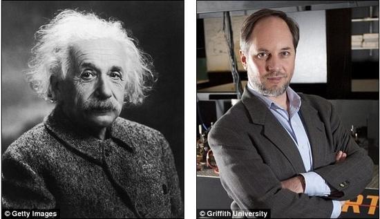"""上世纪20年代和30年代,爱因斯坦(左)一再强调他不赞同""""对一个粒子进行测量会影响其位置""""的怪异理论。但日本和澳大利亚的一组科学家进行的研究显示在对一个光子进行测量时,光子会出现这种怪异的现象,也就是爱因斯坦所说的""""鬼魅般的超距作用""""。右侧照片中的人是澳大利亚格里菲斯大学的霍华德-维瑟曼教授"""