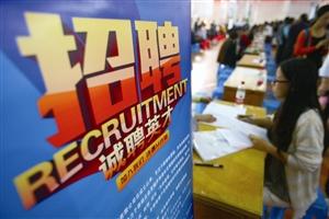 春节后是招聘应聘高峰期,人才市场经常举办招聘会,吸引企业、应聘者前来