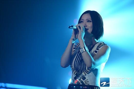歌手 姚贝娜