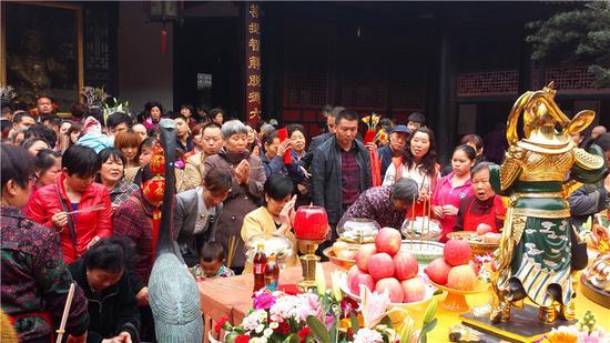 成都文殊院举办观世音菩萨圣诞供灯法会(图)图片