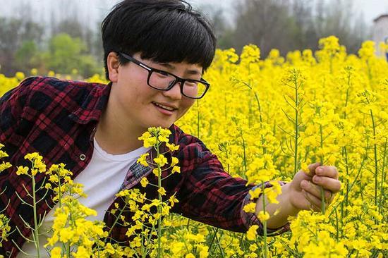 信阳罗山90后女青年甘当职业农民 成最年轻家庭农场主图片