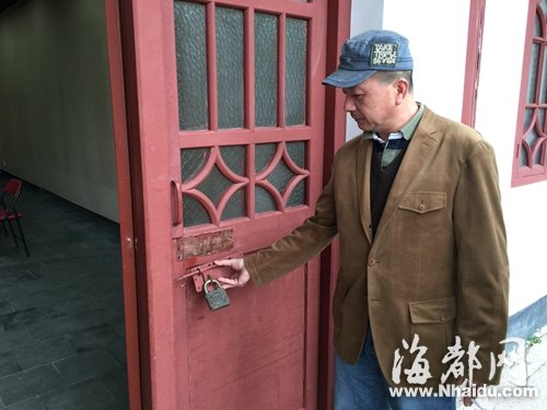 因开办三十多年来从未被盗,画院展厅仅使用简单的门锁