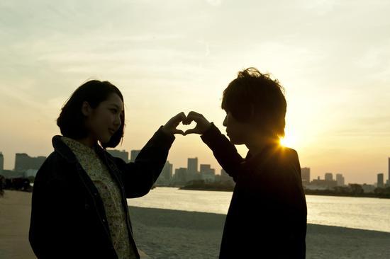 多主动示爱(图片来源:华盖)