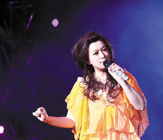 最浪漫的事赵咏华_她唱红 最浪漫的事 ,却因离婚罹患抑郁症,如今52岁依