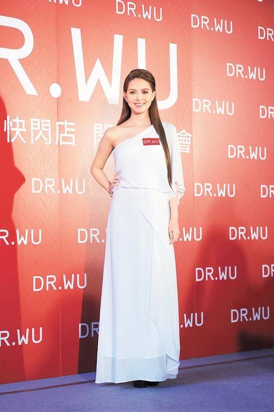 自宣布怀孕后,昆凌昨天首次在台出席公开活动。