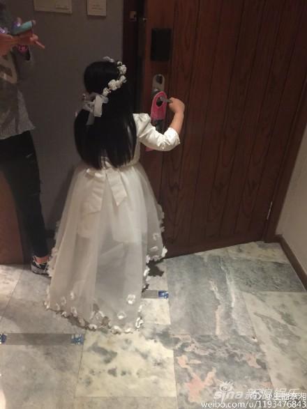 王诗龄一身白裙好仙