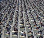 中学1700多考生操场考试