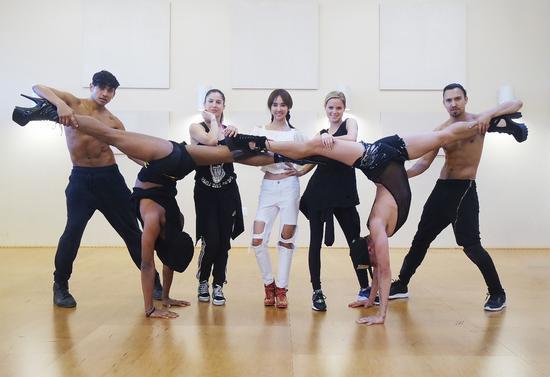 JOLIN与全球精英舞者