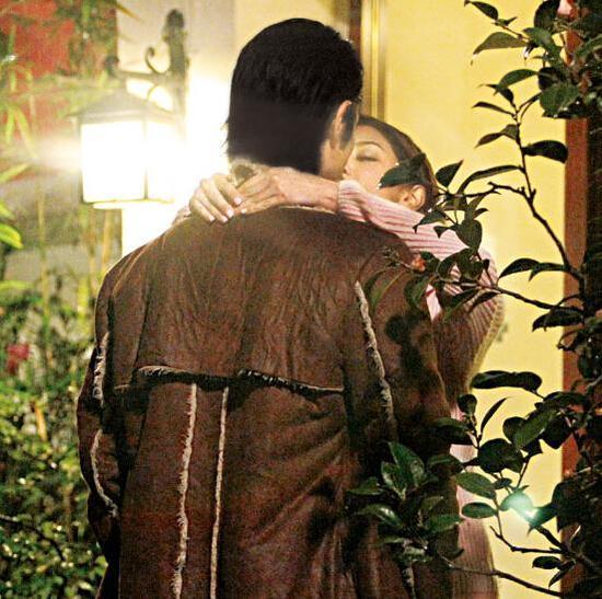 两人拍吻戏非常自然