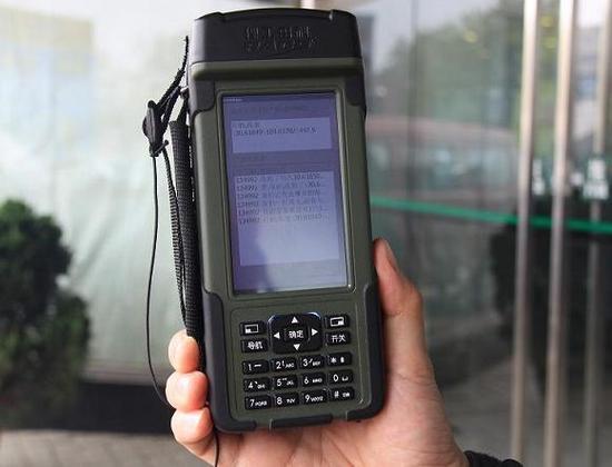 跟GPS不同的是,北斗导航有一独有的功能,就是短信服务。当你收到带有你位置信息的短信后,你可以告诉或者转发给别人,别人就能准确知道你在哪里了。
