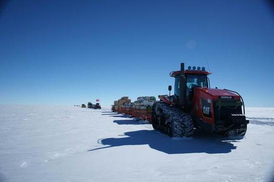 2015年4月,我国南极科考队利用北斗/GPS双系统接收机,从天津到南极内陆昆仑站,一路对比分析了北斗和GPS系统的定位效果,实测结果表明:中国北斗系统信号质量总体与GPS相当。