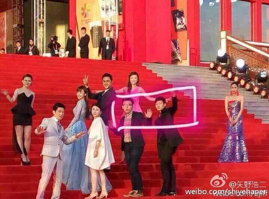 北京电影节两路人蹭红毯