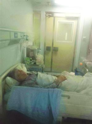 项泽华在病房中
