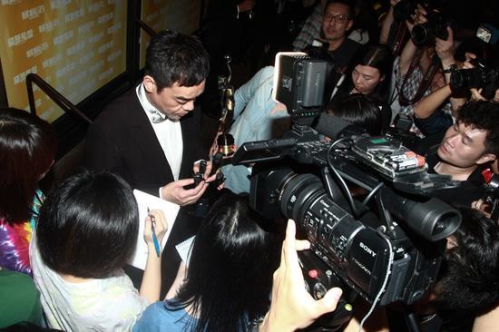 刘青云接受采访