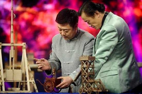 农村木工徒手恢复失传千年的诸葛连弩