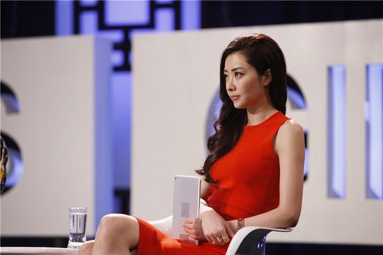 """""""近年来成功转型演员,活跃于影视圈的熊黛林在给《中国超模》的学员们图片"""