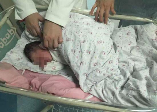 21歲女孩在橋下產子 孩子父親比其大30歲(圖)