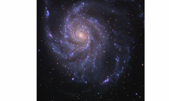可见光下,M101星系的照片