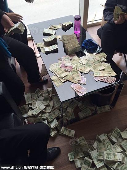 鄭州女子背200多斤零錢買寶馬