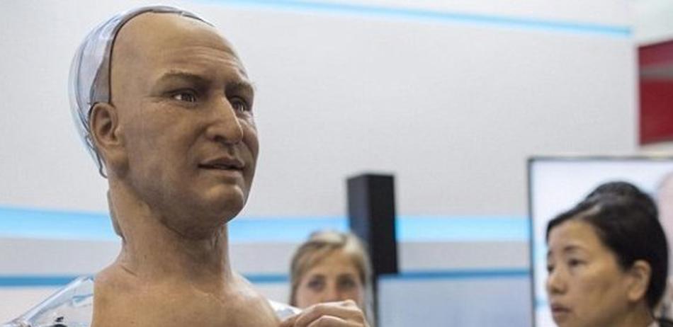 设计师开发出有表情有眼神的机器人