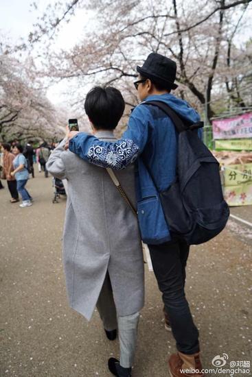 鄧超孫儷甜蜜約會 摟肩漫步似熱戀情侶