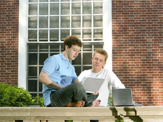 Facebook创始人马克·扎克伯格和克里斯·休斯