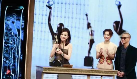 赵薇凭《亲爱的》,获得最佳女主角奖